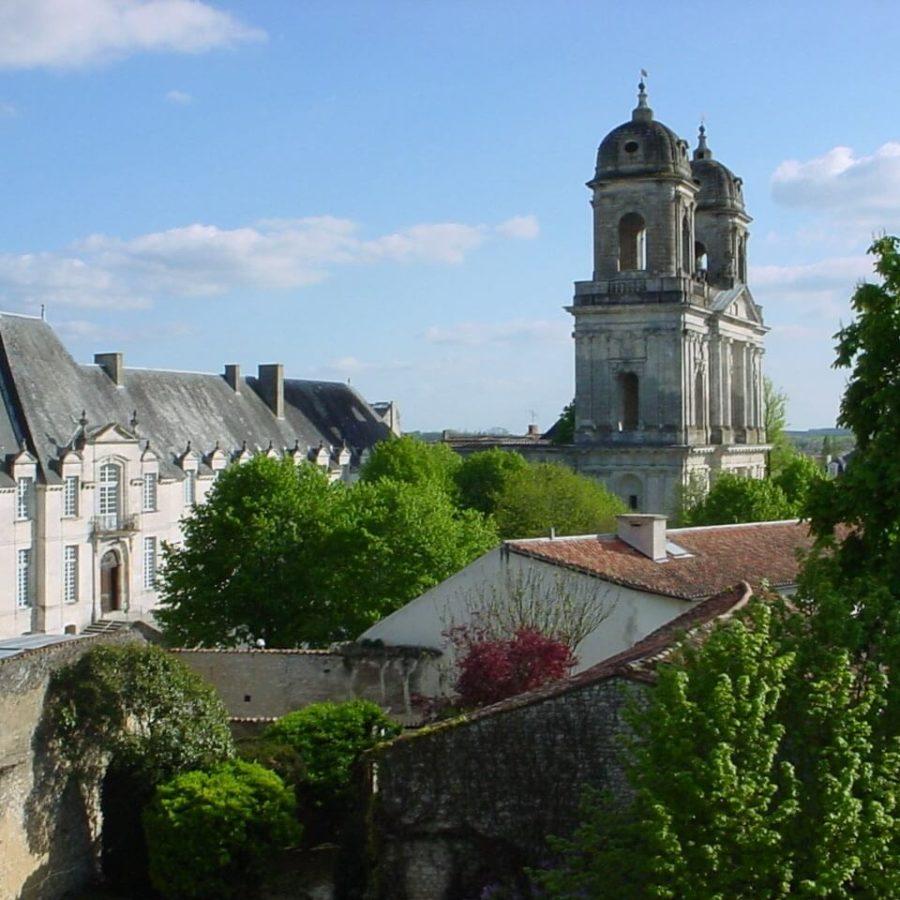 Vue tour et abbaye saint jean d'angély