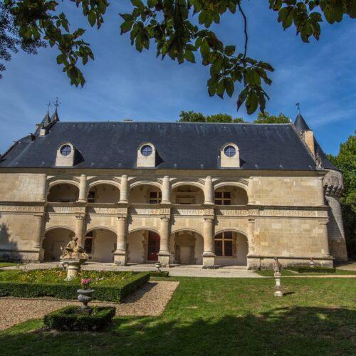 façade du chateau de dampierre