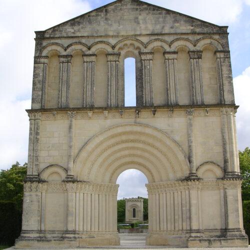 entrée du jardin de sculpture romane